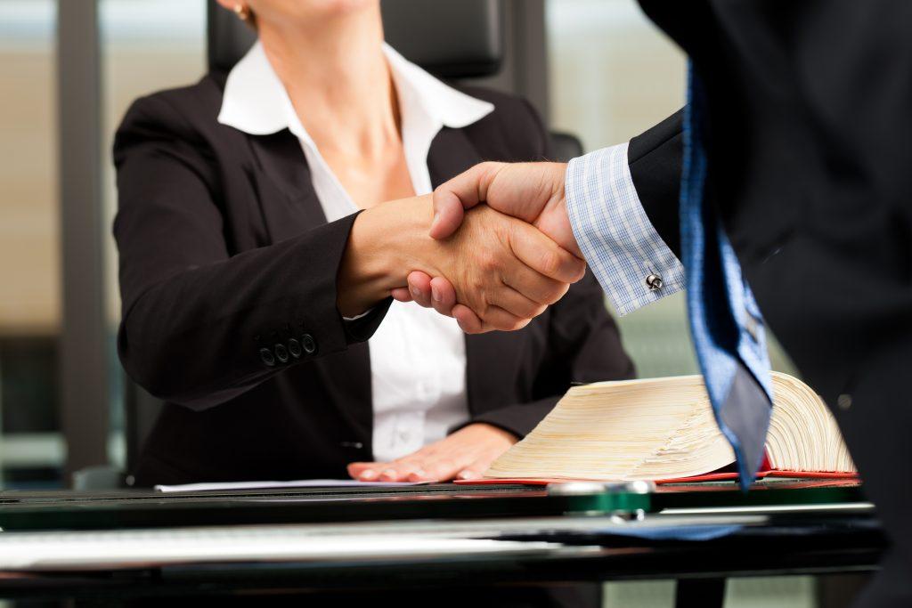 La Mejor Firma Legal de Abogados en Español de Acuerdos en Casos de Compensación Laboral, Mayor Compensación de Pago Adelantado en Orange County California